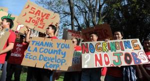HoyFongFoods_workerThanksLAEDC_KeithBirmingham_PasadenaStar-News_4.23.14