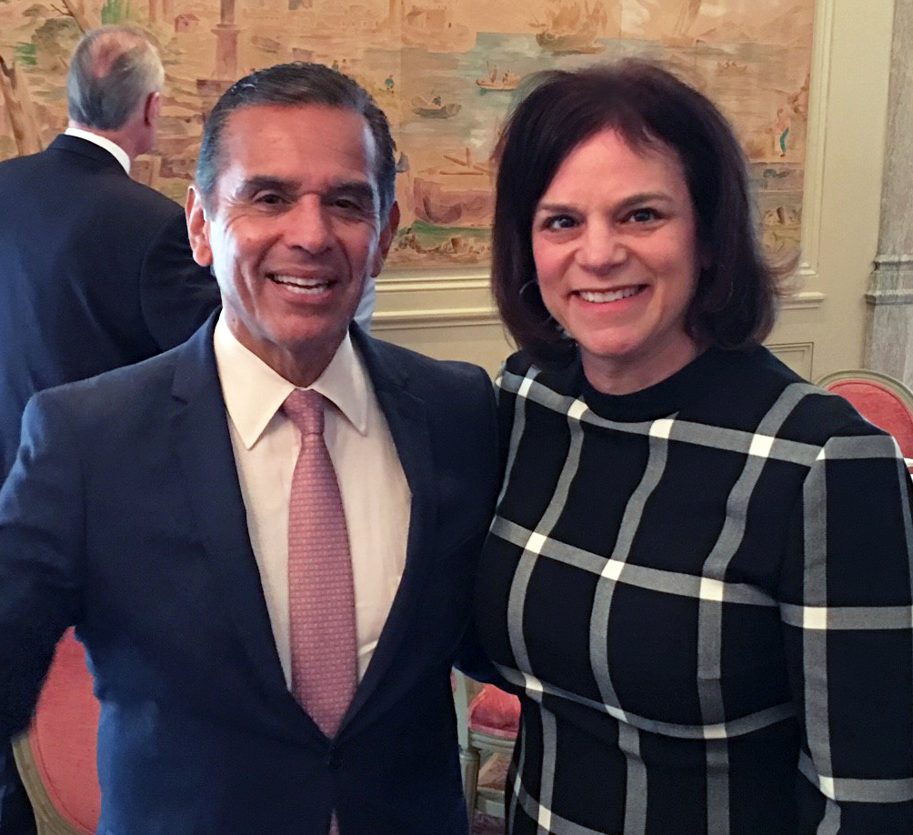 Antonio Villaraigosa Speaks with LAEDC Members